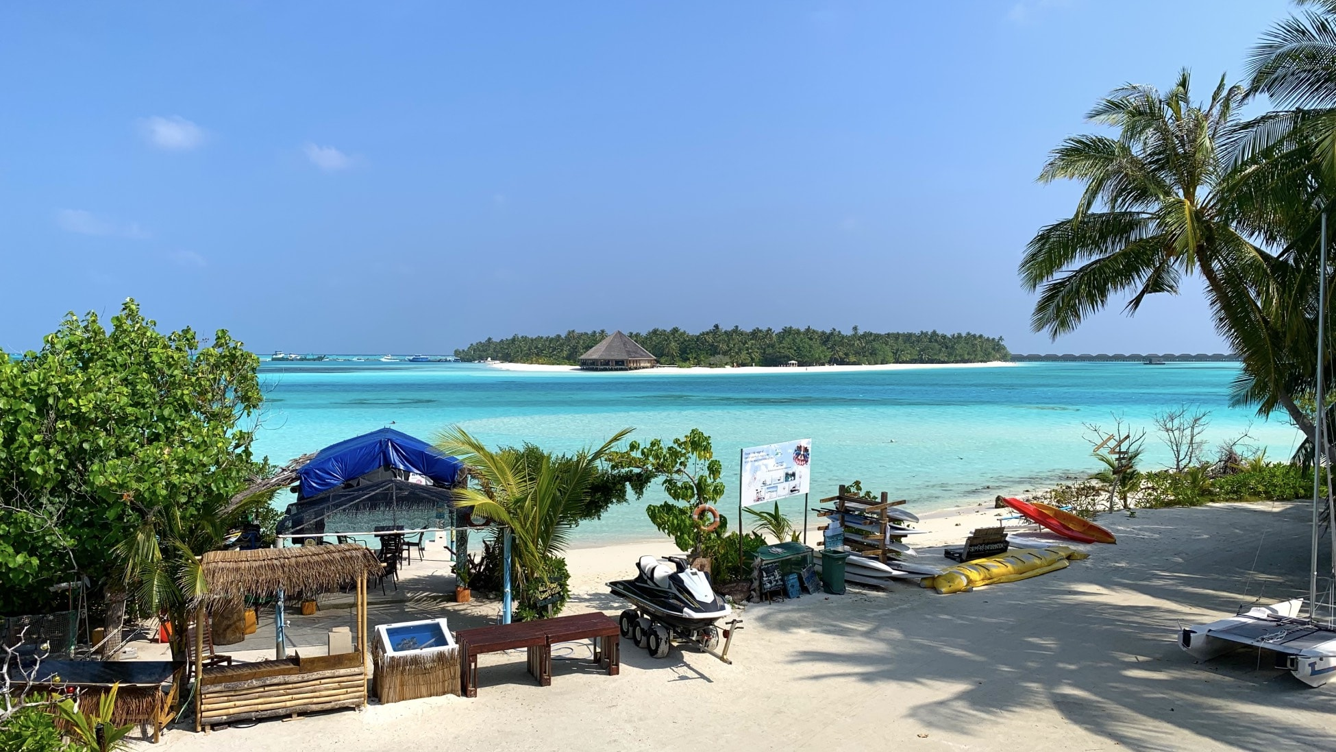 Dhiffushi maldives beach sea island view from club kaafu